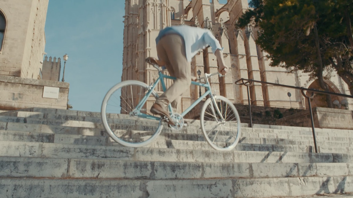 Single-speed Bike Jumping Stairs